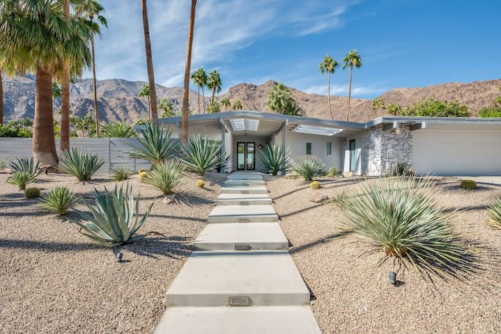 The Dreamy Life in Palm Springs Shines at This Mid-Century Stunner!