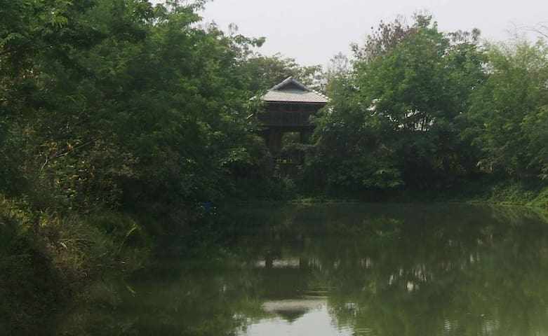 Unique Lake-View Stilt-House — Khilek Pavilion - Doi Saket - House