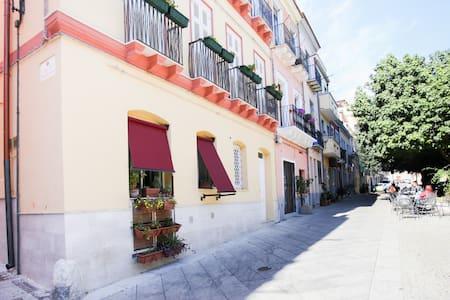Casetta accogliente in centro storico Villanova . - Cagliari