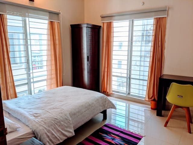Modern single room in Banani (Gulshan) with AC