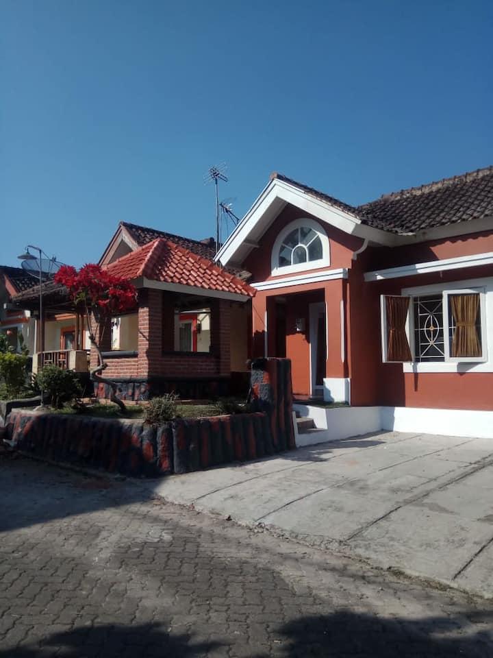 Vila Bukit Cipendawa Olivia
