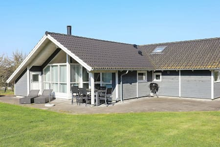 Pleasant Holiday Home in Syddanmark with Whirlpool