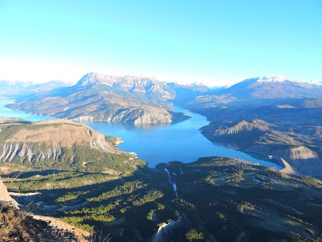 Gîte du mont soleil situé entre lac et montagnes. - Rousset