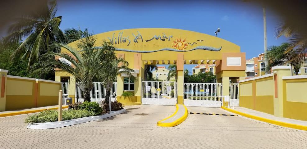 Beachfront garden apartment with security control