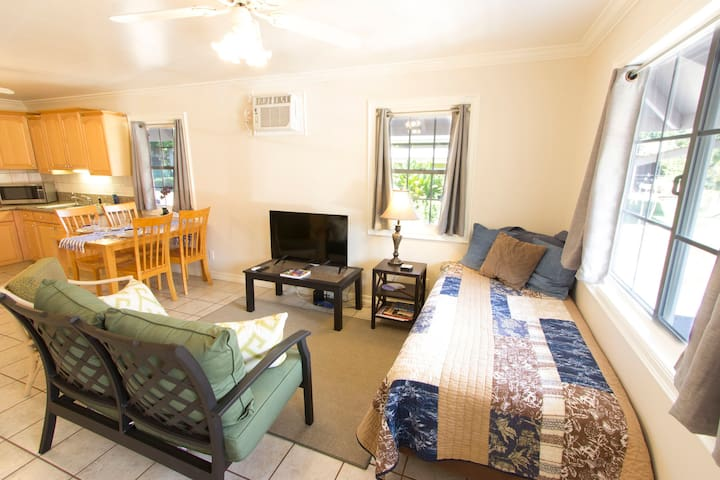 1BR Home; Walk into the Heart of Lahaina Town! - Lahaina - Hús