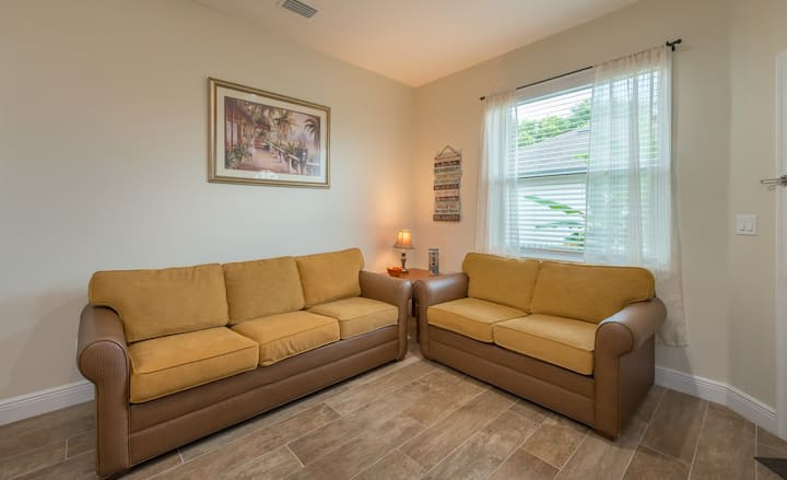 New Apart. near Full Sail, UCF, Parks Attractions.