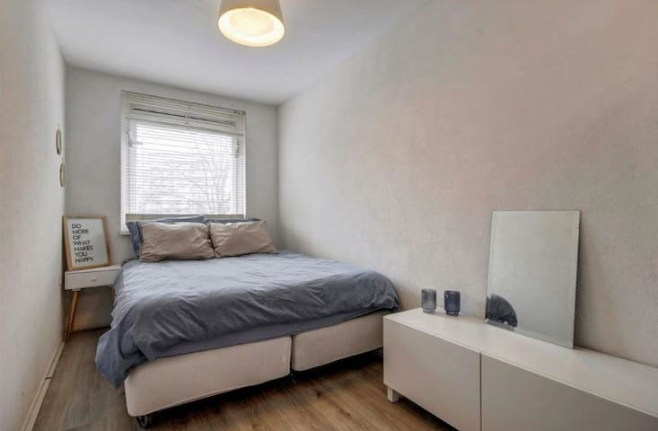 Ruime en nette kamer in Amsterdams appartement - Amsterdam - Appartement