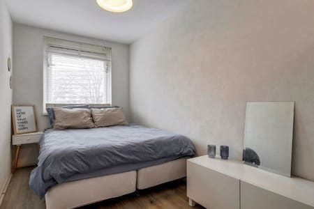 Ruime en nette kamer in Amsterdams appartement - Amsterdam - Lejlighed