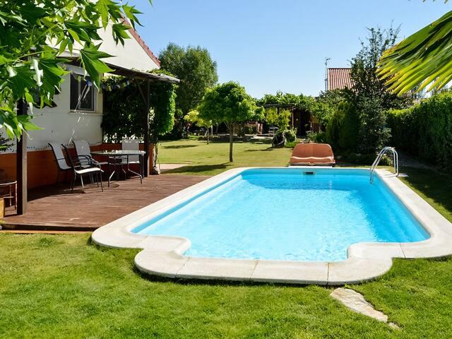 Casa rural con piscina y jardín privados