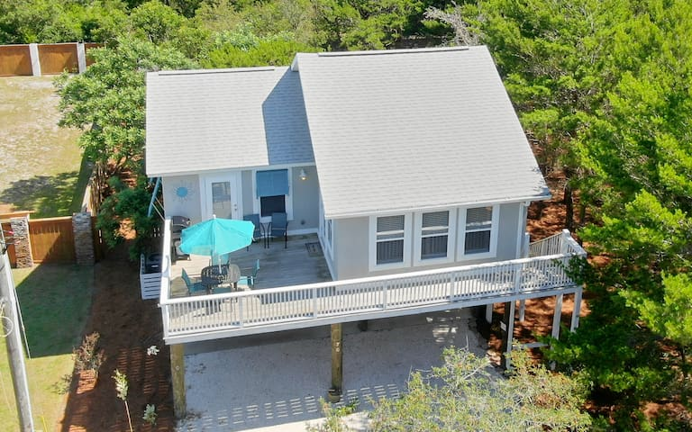 `Hatchling Hut` Pet Friendly, Sleeps 4, Includes 2 Complimentary Bikes, Walk To The Beach