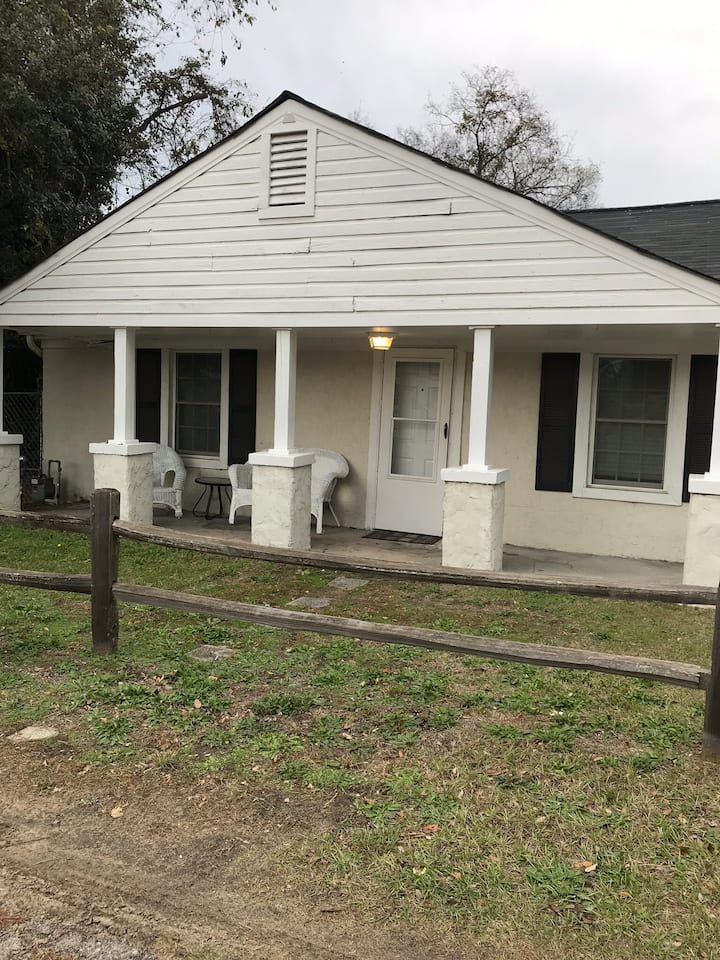 Peaceful cottage close to downtown and USC