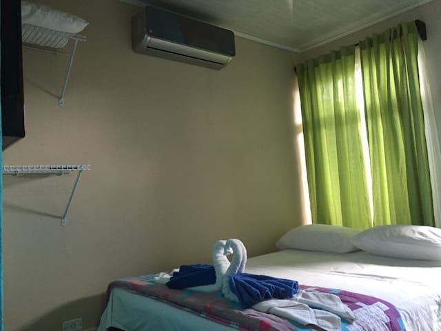 #5 Cozy furnished apartment; A/C-TV-WiFi-Parking - La Fortuna - Appartement