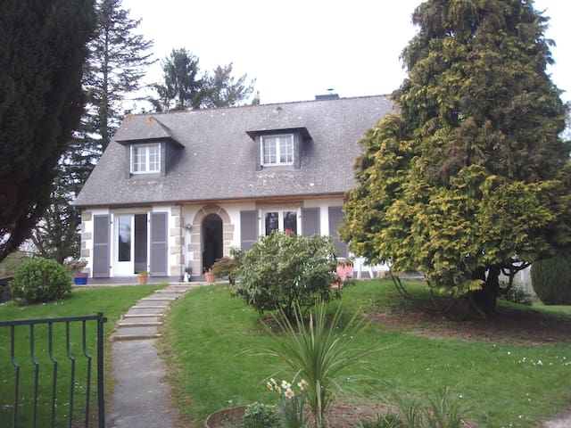Belle neo-bretonne avec jardin - Saint-Symphorien - Casa