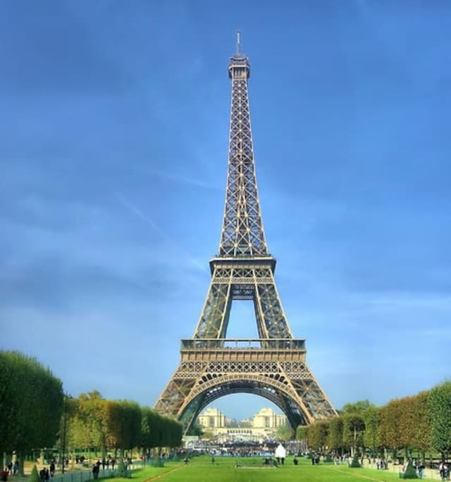 15mn walks from the Eiffel tour