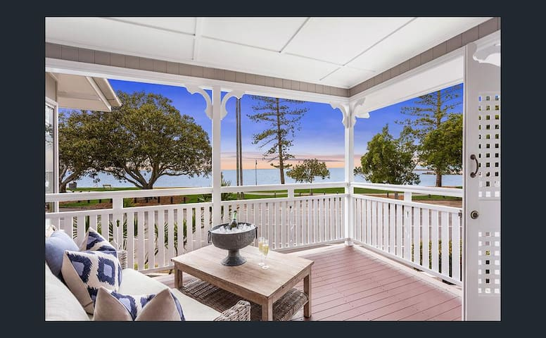 Stunning waterfront character home - Wynnum - House