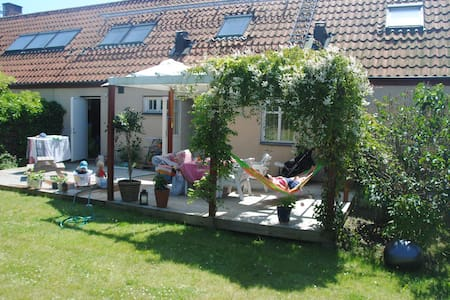 Eco Style Living in a 3-floor Villa - Malmö - Hus