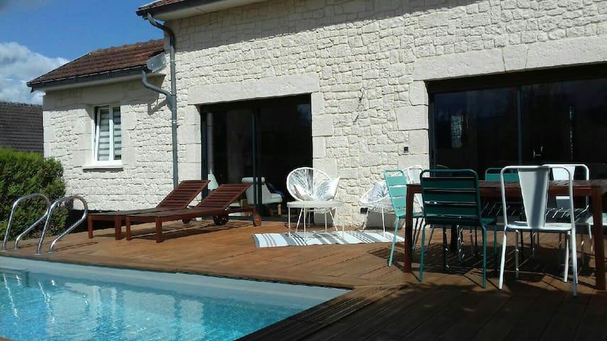 Petite maison de campagne chic avec piscine privée