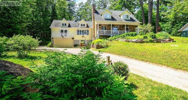 Spacious Cottage on the lake in beautiful Muskoka