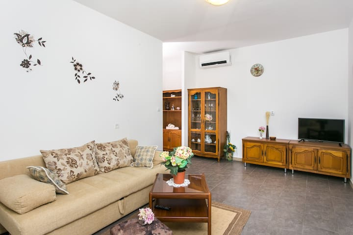 Olive - Comfort One Bedroom Terrace and Sea View - Mlini - Byt