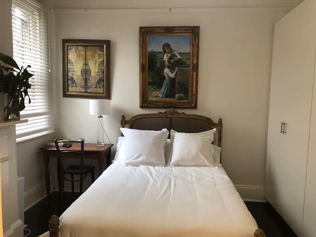 Fresh and light bedroom + brand new en-suite#