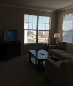 Beautiful 2BR/2BA in Naperville - Naperville - Apartmen
