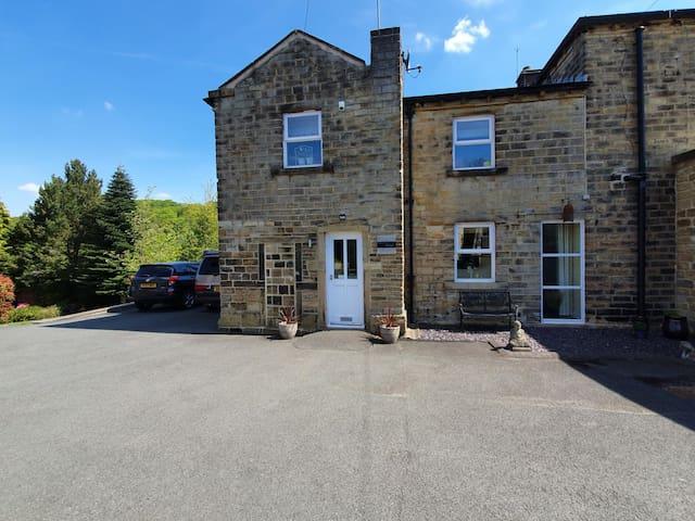 Hazeldene Cottage: Country Retreat