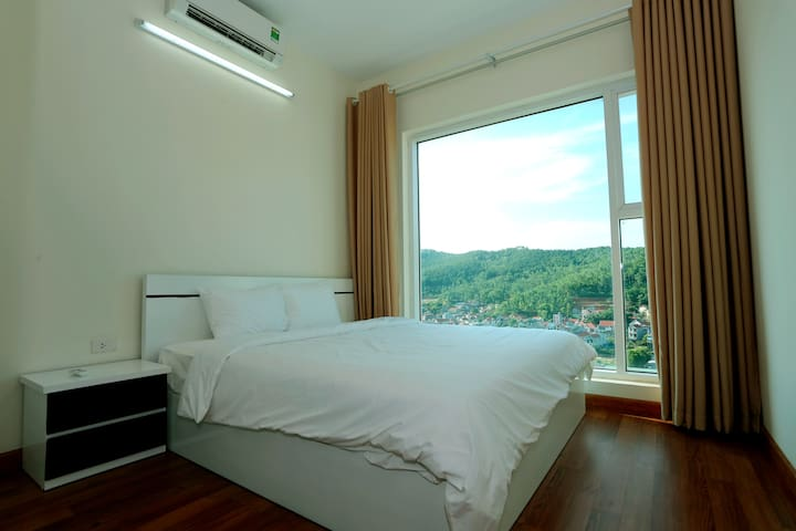 Luxury Apartment with Mountain View - tp. Hạ Long - Apartament
