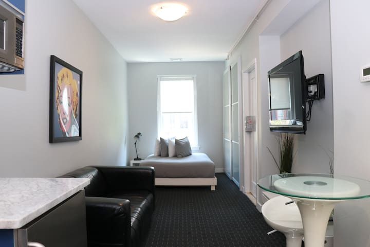 Comfortable Studio in Back Bay, on Newbury St, .#7