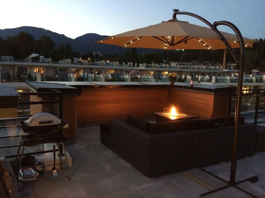 Perfect private rooftop deck to wind down and enjoy a glass of wine by the fire!