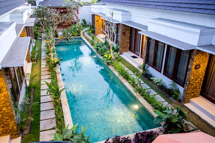 12 BR villa perfect for group close to Seminyak