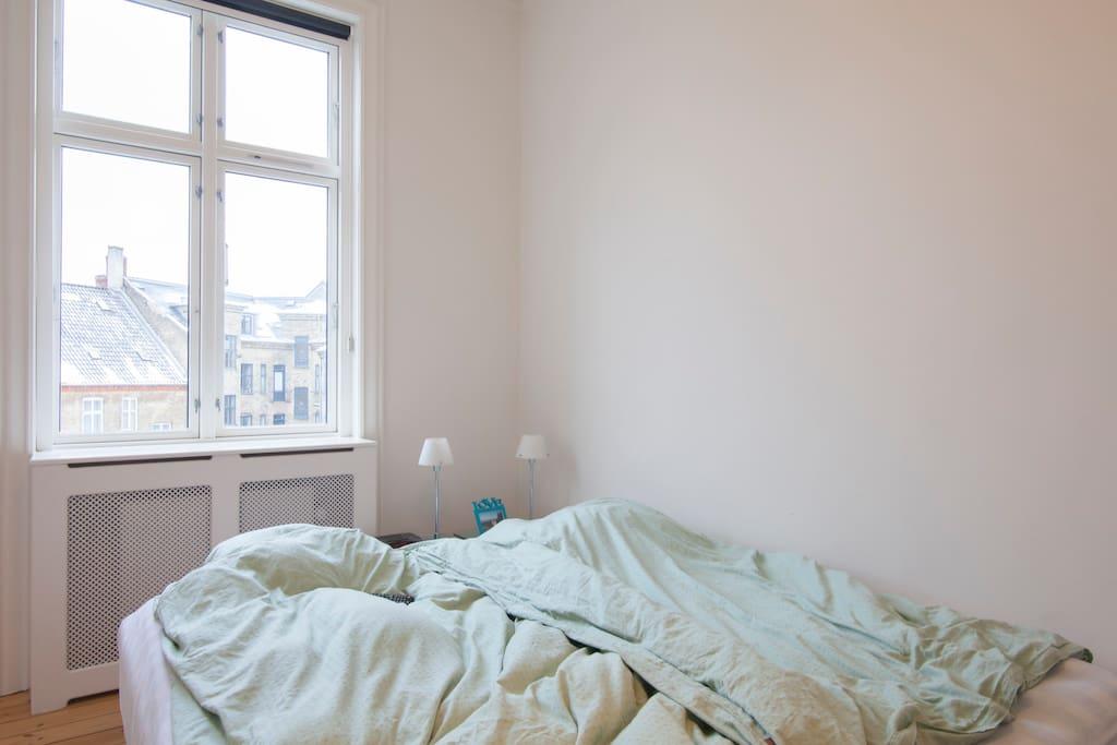 Soveværelse med en suite badeværelse