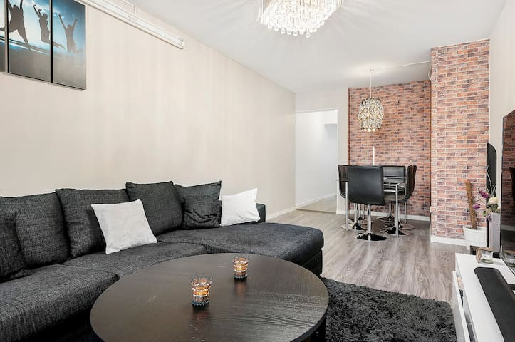 Beaut Duplex family apt , 12 min to Stockholm city - Sundbyberg - Apartment