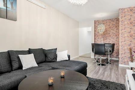 Beaut Duplex family apt , 12 min to Stockholm city - Sundbyberg - 公寓