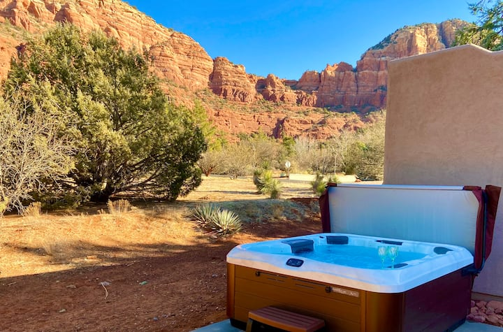 Stunning Panoramic Views + Hot Tub! Chapel Nearby!