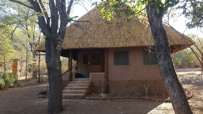Nthakeni Bush and River Camp Muvhuyu cottage