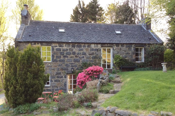 Delightful Traditional Stone Cottage
