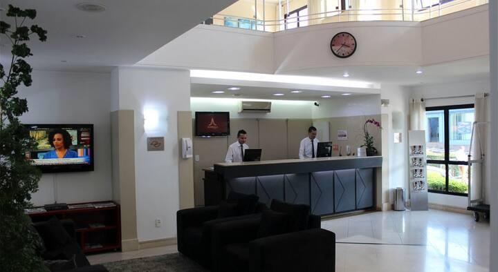 Flat estrutura de Hotel ao lado da Faculdade UMC