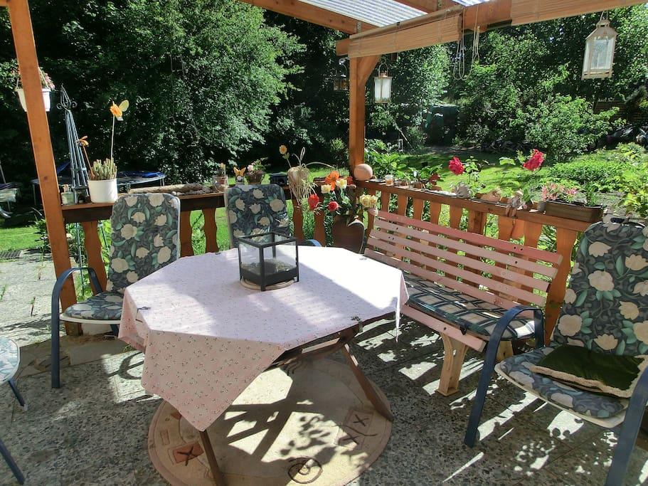 30 qm wohnung m bliert pkw stellplatz wohnungen zur miete in hatten niedersachsen. Black Bedroom Furniture Sets. Home Design Ideas