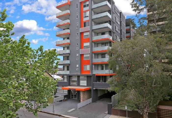 Parramatta Central - Spacious & Clean Apartment