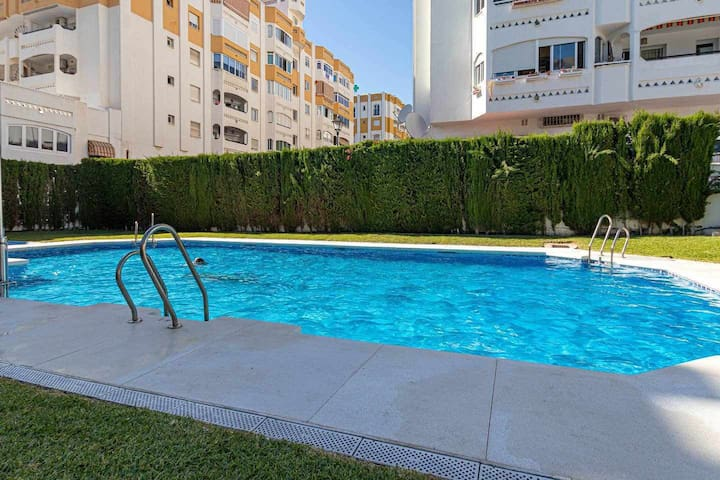 Spacious apartment for 4 in the center of Arroyo de la Miel