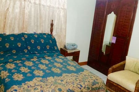 Pvt.Bedroom,Bathroom with Breakfast - Spanish Town