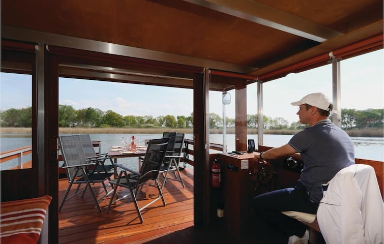 Houseboat with 2 bedrooms on 35m² in Radewege