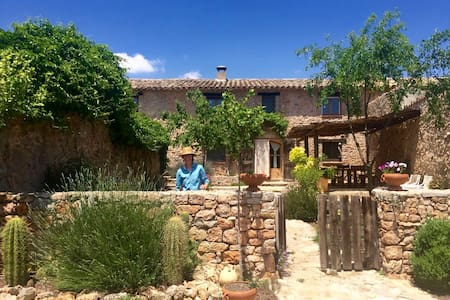 Chez Quiney. Beautiful rural house in Pontons. Bcn - Huis