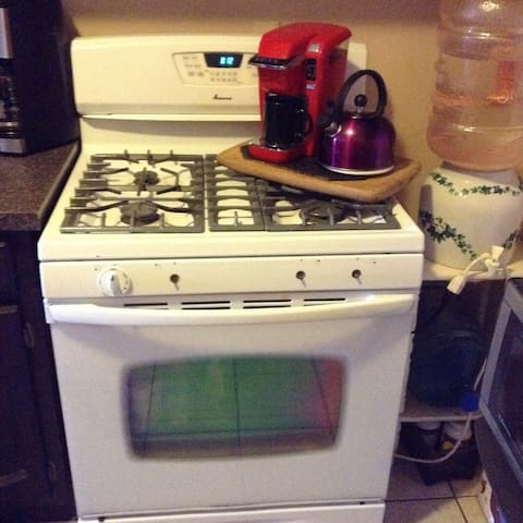 Stove, coffee maker, tea kettle, microwave all available to guests
