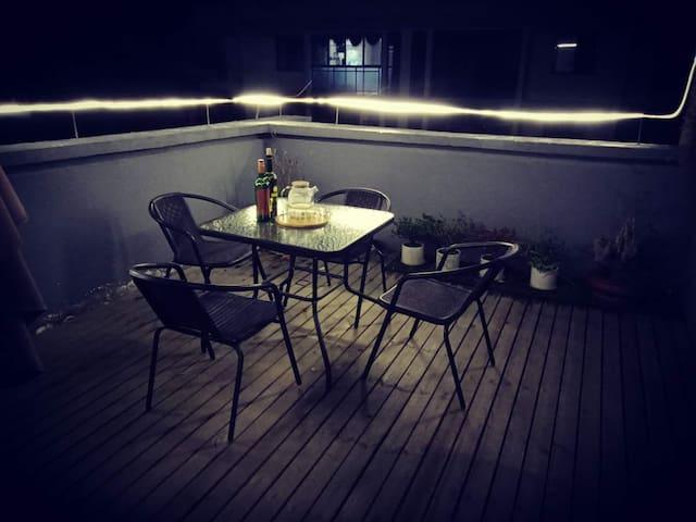 婺源旅逸民宿公寓/种满花草的阳台/大卫生间/大床房