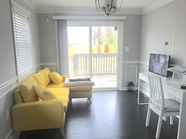 Couch Only | TV+Chromecast | Near DC+ Natl Harbor
