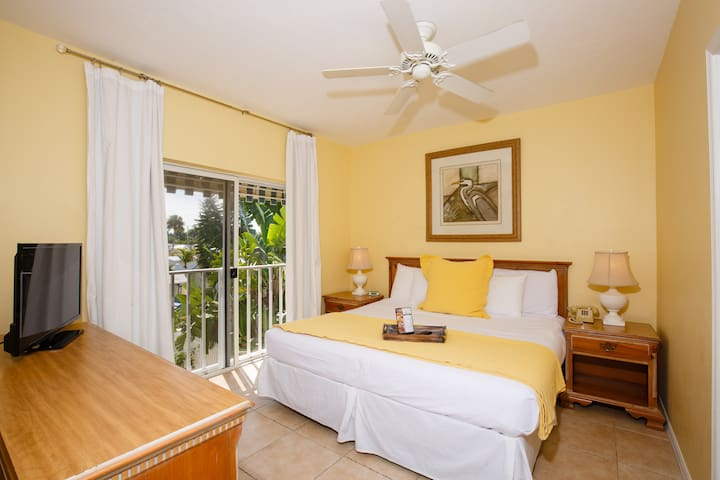 1BDR Hotel Suite 1 Mile from Beach!