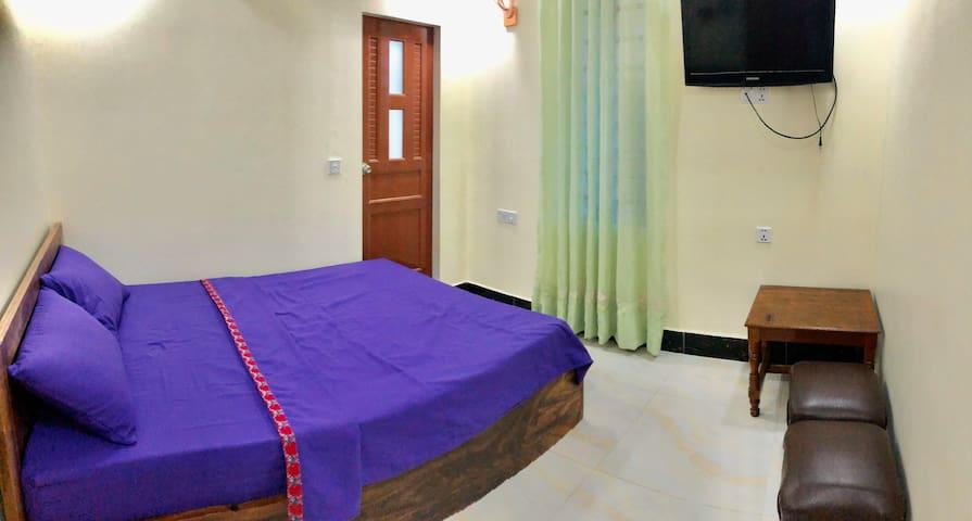 Room 12m2, 15 min to riverside