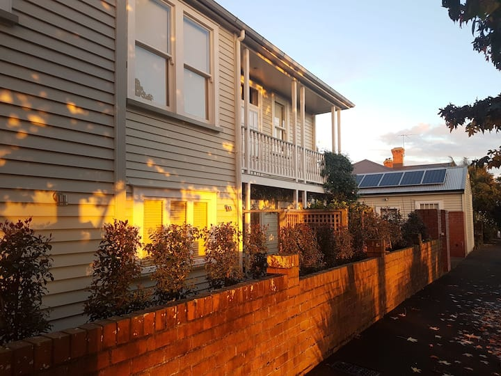 Charming quaint cottage a stroll to cafes Ponsonby