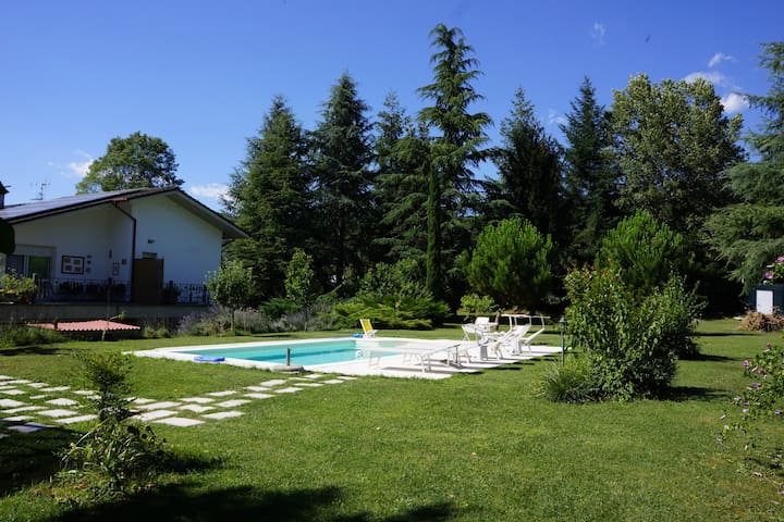 Beautiful villa with pool and park near 5 terre
